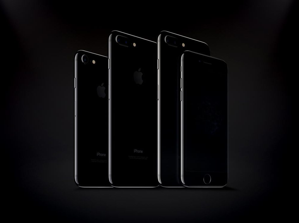 Free iPhone 7 and iPhone 7 Plus Jet Black PSD Mockups