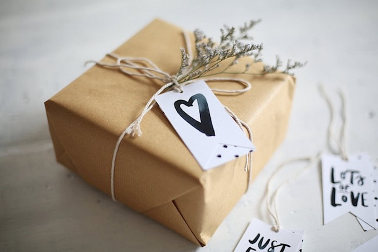40 Gorgeous Gift Tag Designs With Free Printable PSD Gift Tag Templates