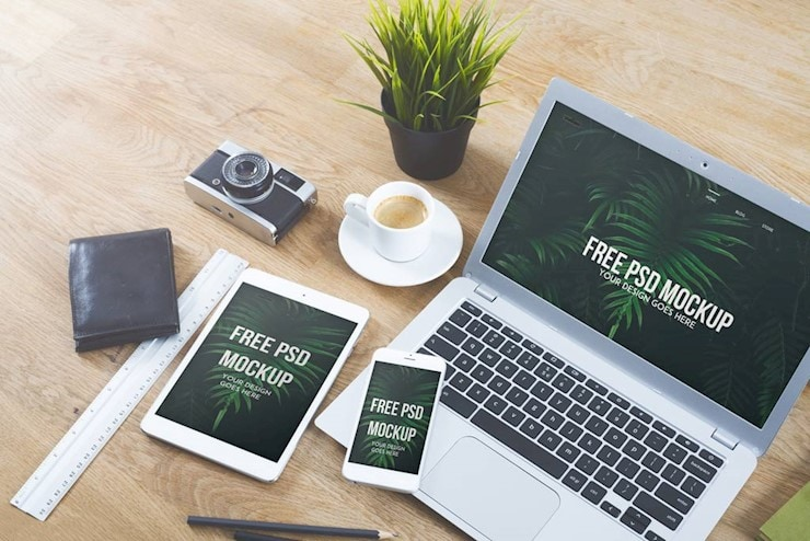 free-devices-on-desk-mockup-1